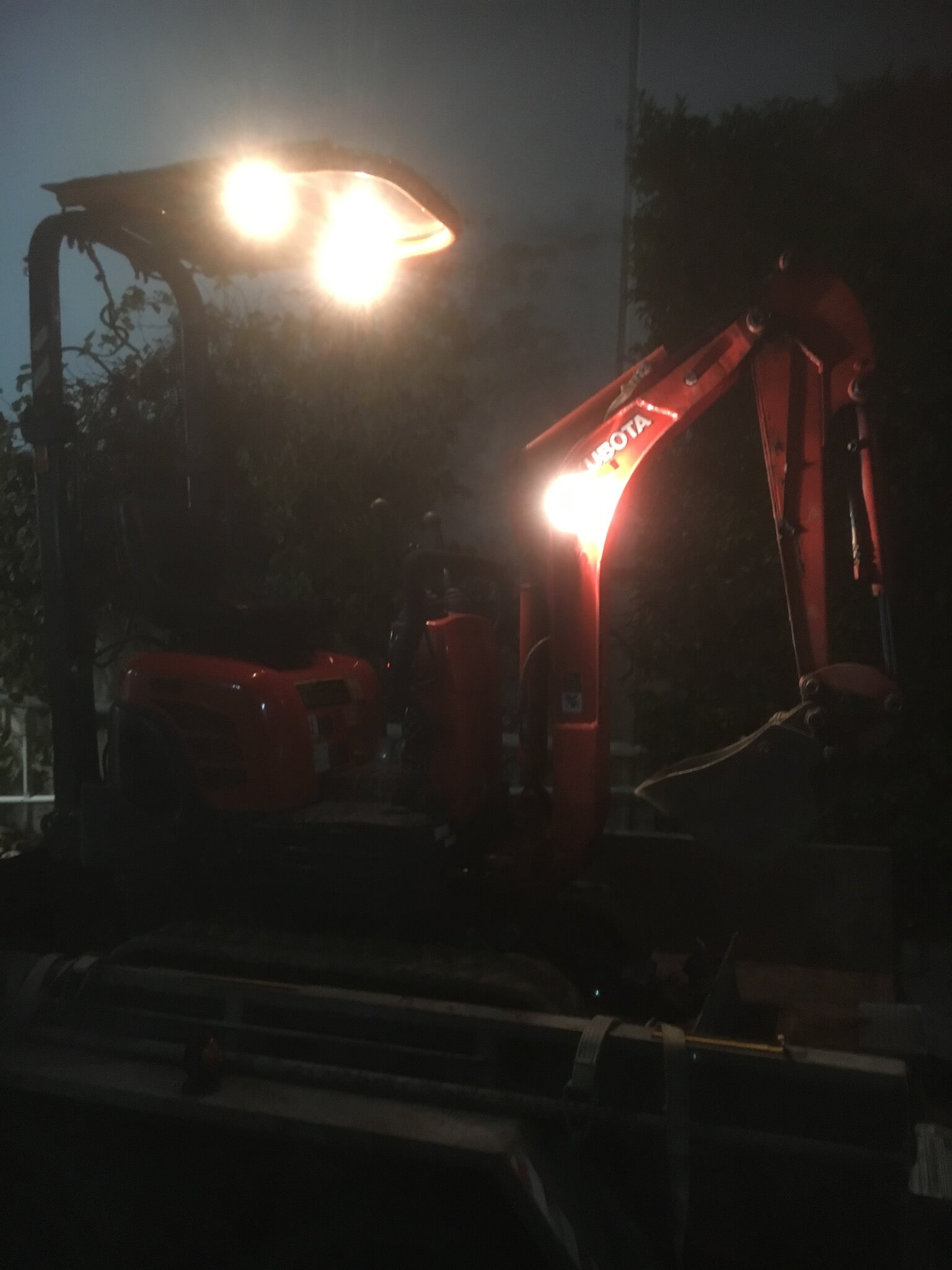 Everyday Plumbers Residential and Commercial Night Works - Onsite Works at Night 2040